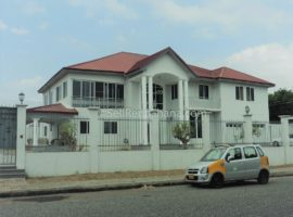 5 Bedroom House + 1 Bed Staff Quarters Selling