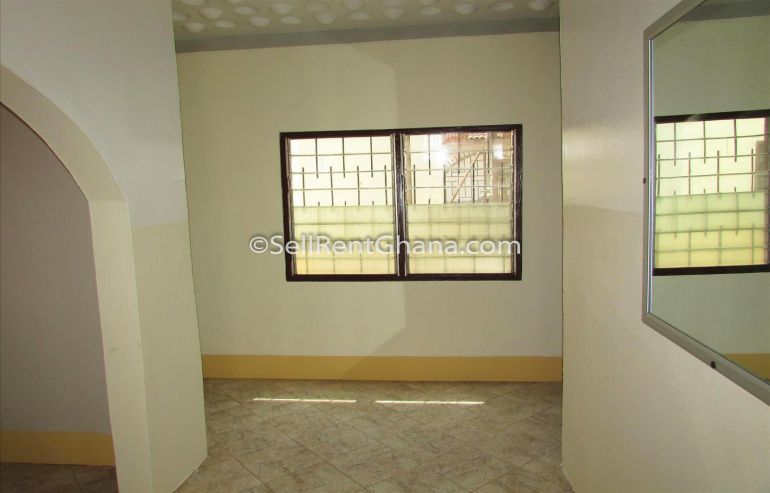 5 bedroom   4 staff quarters for renting
